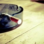 Pykanie szlugów jest jednym z z większym natężeniem okropnych nałogów